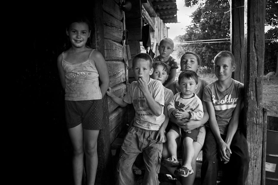 Didelė graži šeima su daugybe šypsenų. © Tadas Kazakevičius © Darius Chmieliauskas