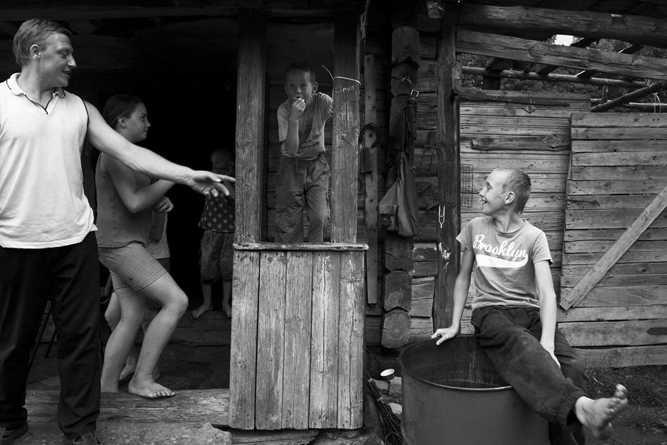 Žaidimai kieme. © Tadas Kazakevičius © Darius Chmieliauskas