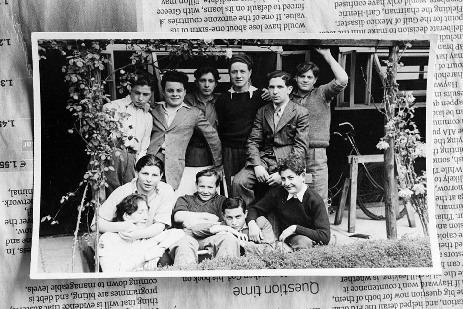 Su draugais iš sanatorijos (Šmuelis - trečias iš kairės, viršuje). © Tadas Kazakevičius