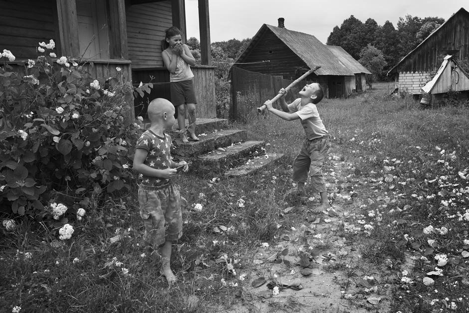 Kaimynų krūmas buvo panaudotas vietoje fejerverkų. © Tadas Kazakevičius © Darius Chmieliauskas