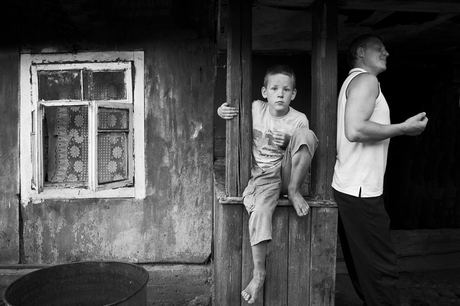 Portretas prie namo. © Tadas Kazakevičius © Darius Chmieliauskas