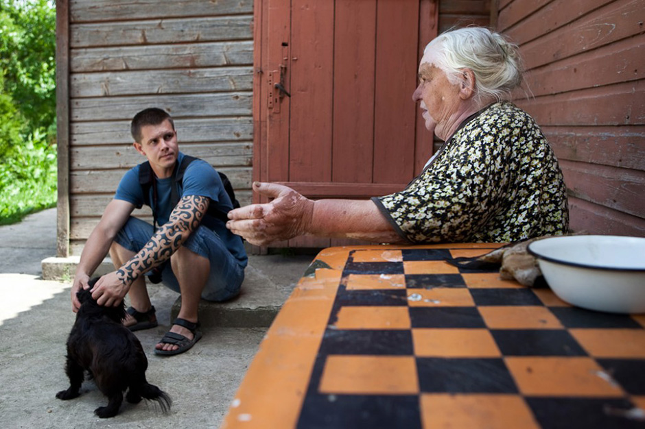 Pokalbis su Vadaktų  gyventoja Ona. © Tadas Kazakevičius © Darius Chmieliauskas