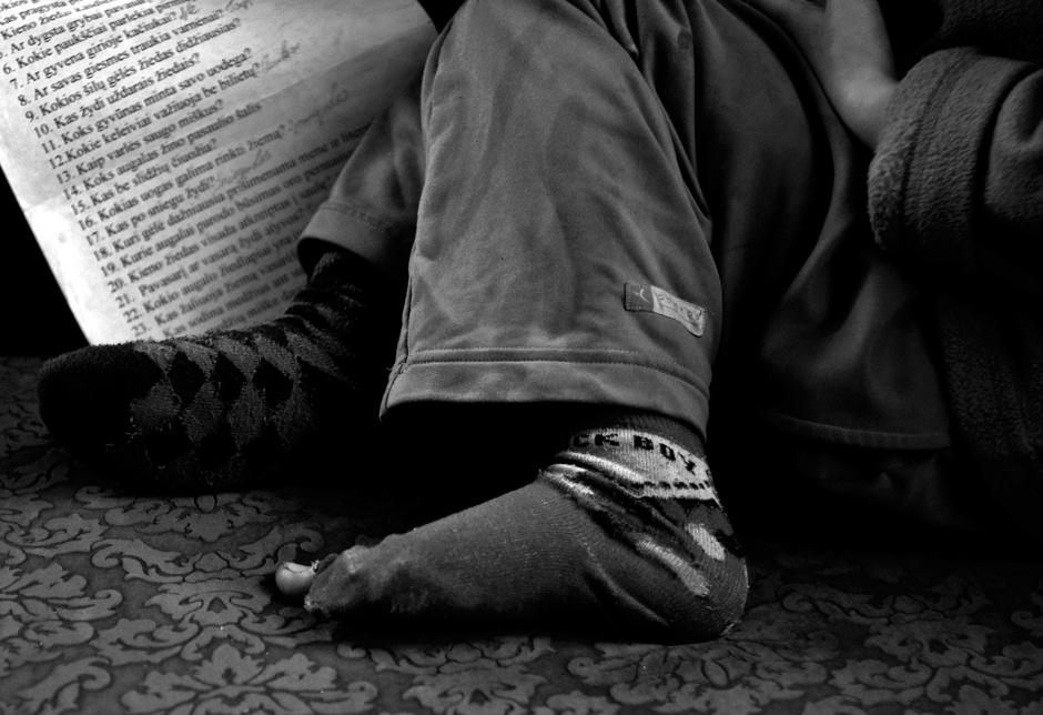 Ugnė – nuostabi mergaitė, bet ji dar nežino, kaip varlės saugo miškus, o kojinės turi būti vienodos. © Ieva Budzeikaitė