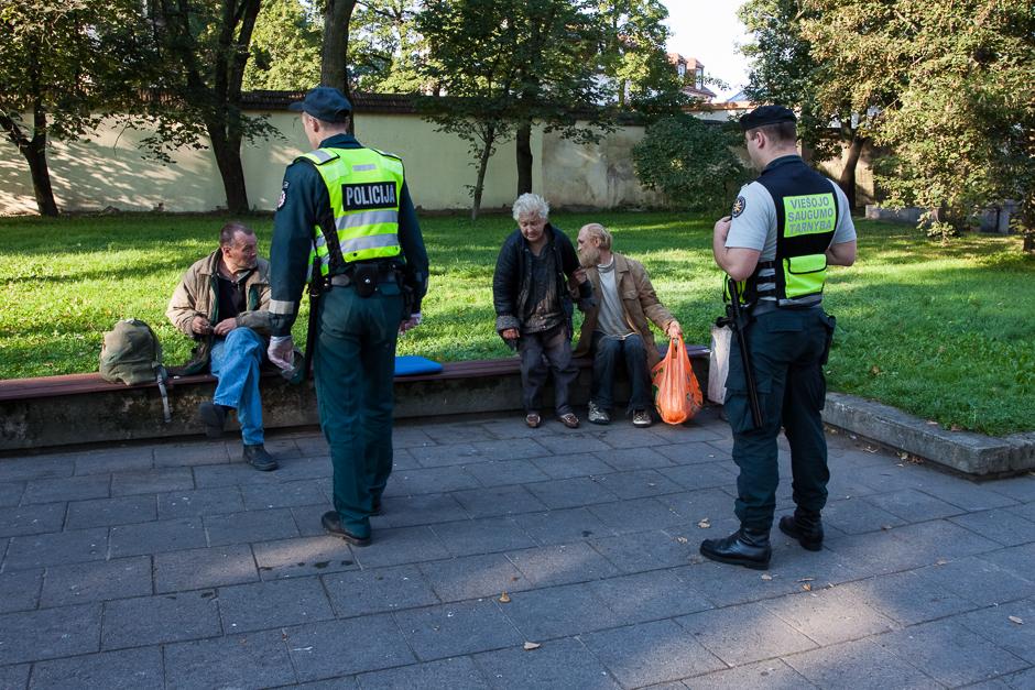 Benamiams dažnai iškyla problemų su policija. Viešas girtavimas – pagrindinė šių incidentų priežastis. © Darius Chmieliauskas