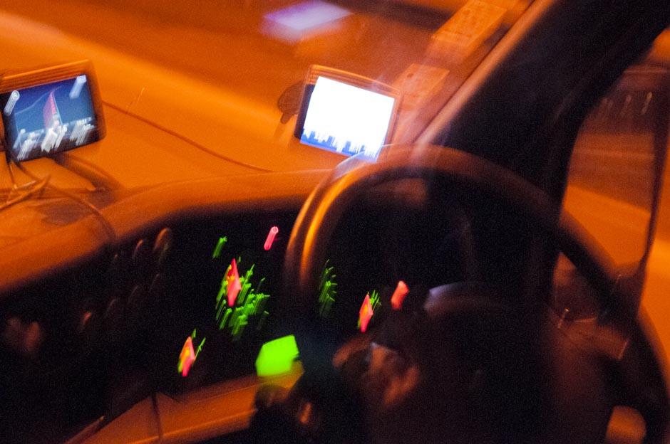 """,,Su dviem navigacijomis aš tikrai surasiu reikiamą adresą!"""" - užtikrino vairuotojas. © Eugenijus Barzdžius"""