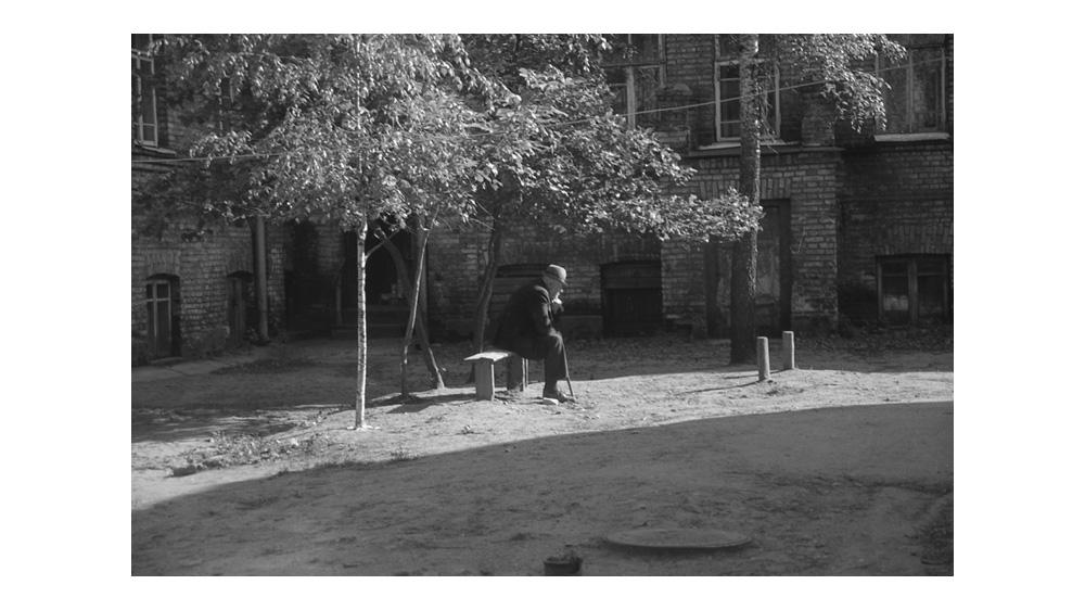 LT1993_courtyard_ponder