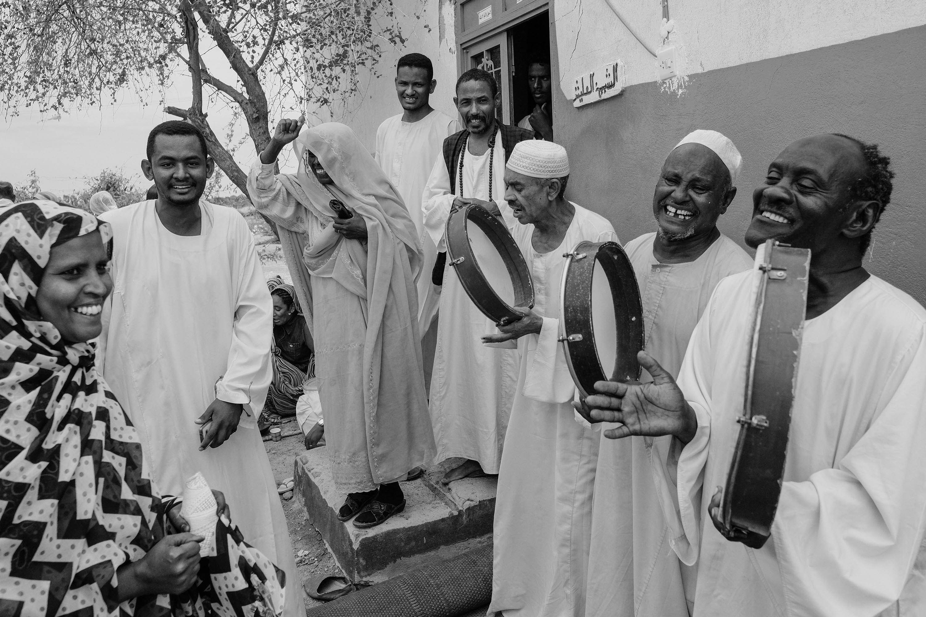 15. People play daf (a large frame drum native to the Middle East and North Africa) during a weekly Sufi gathering in Abu Haraz. Sudan. 2017