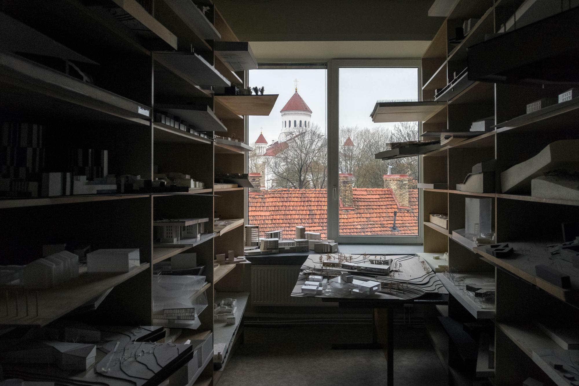 1 Dievo motinos ėmimo į dangų stačiatikių katedra pro VDA architekturos archivo langąn