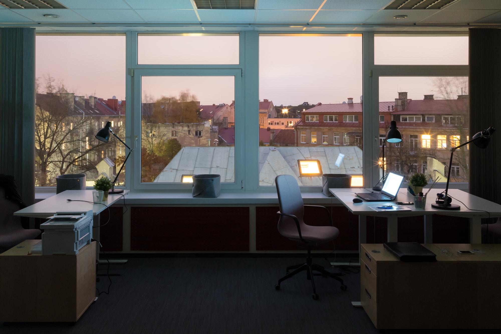 22 Naujamiesčio kiemas pro naujos įmonės ofiso langus